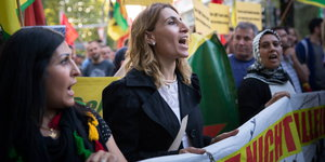 Kurdische Demonstrantinnen in Berlin