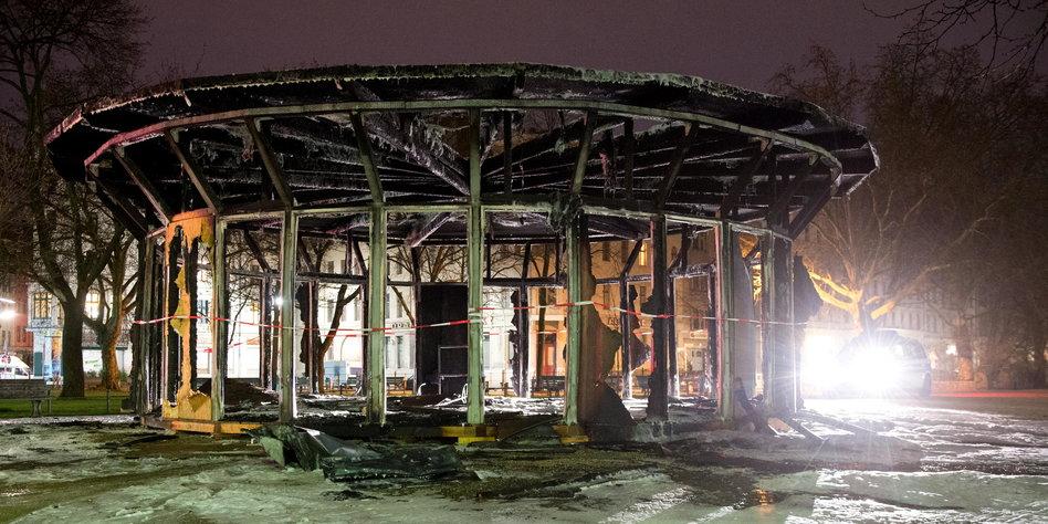 Flüchtlings-Pavillon ist abgebrannt
