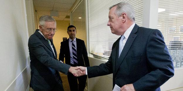 Republikaner haben den Hahn Demokraten gegossen