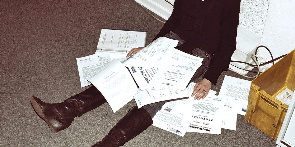 Arbeitslose Akademiker 400 Bewerbungen Und Kein Job Tazde