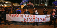 Weißrussische Demonstranten am Wahlabend in Minsk