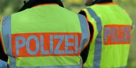 Polizisten in Warnwesten