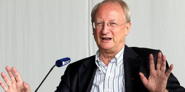 Jürgen Basedow ist im Herbst nach 20 Jahren als Institutsdirektor in den Ruhestand getreten. Seine Schülerinnen und Schüler nahmen seine Emeritierung zum Anlass, einem Leitgedanken seines Schaffens ein zweitägiges Symposium zu widmen.