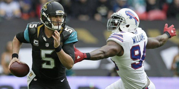 Jacksonvilles Quarterback Blake Bortles und Buffalos Mario Williams.