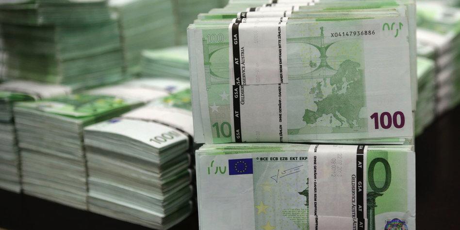 Geldregen Von Die Partei Preisreduzierte 100 Euro Scheine Taz De