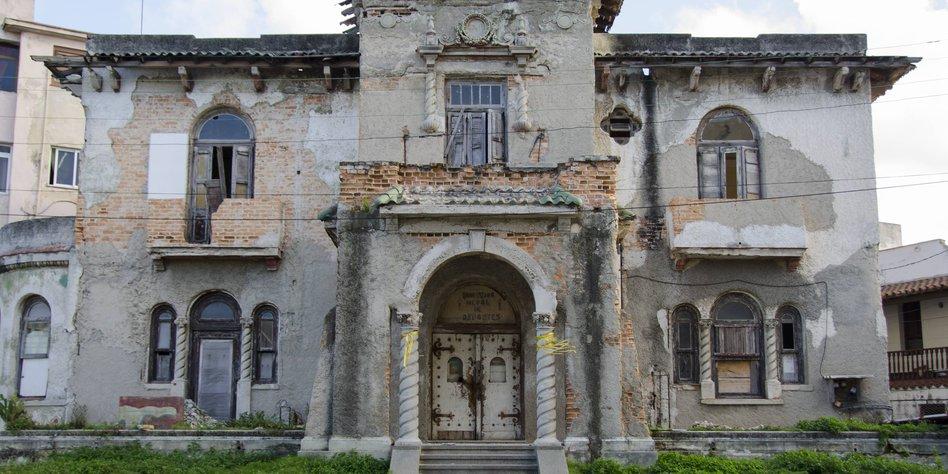 immobilienmakler auf kuba eine villa in havanna. Black Bedroom Furniture Sets. Home Design Ideas