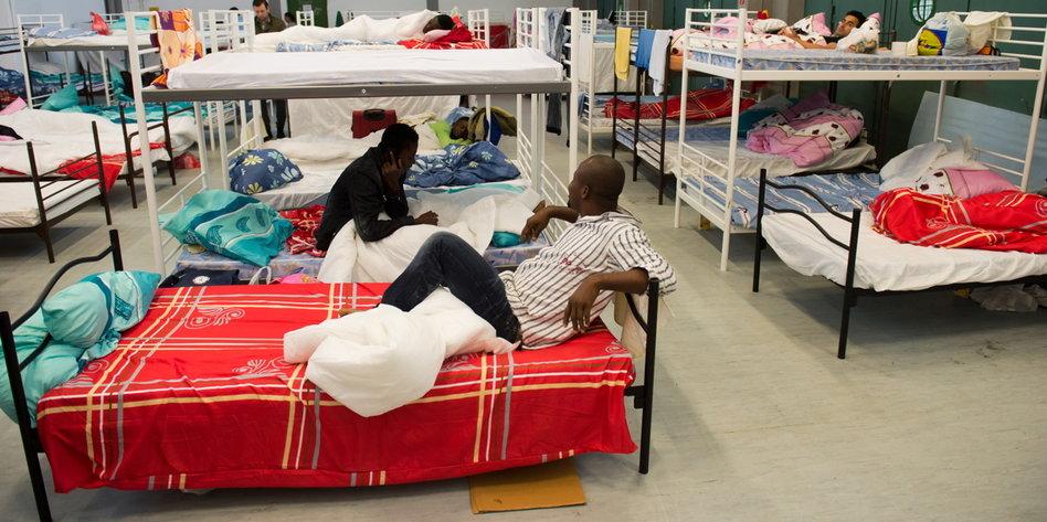 misshandlungsvorw rfe in asylunterkunft aus dem schlaf getreten. Black Bedroom Furniture Sets. Home Design Ideas