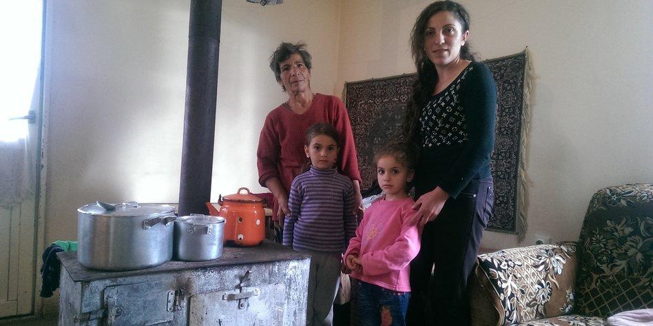 armenische Frauen und schwarze Männer