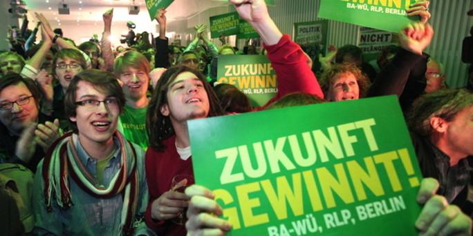 バーデン=ヴュルテンベルク州選挙での歴史的勝利を喜ぶ緑の党支持者