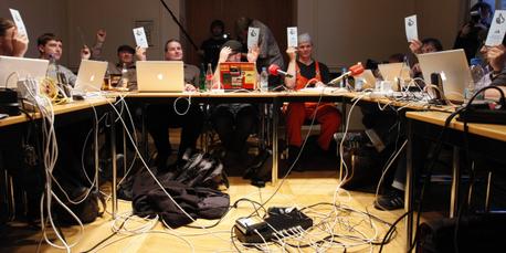 Berliner Piraten bei ihrer ersten Fraktionssitzung am Donnerstag