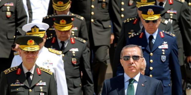 Grenzt sich ab vom militär premier recep erdogan bild dpa