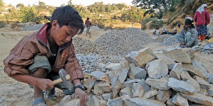 Kinderarbeit steine schlagen in nepal bild dpa