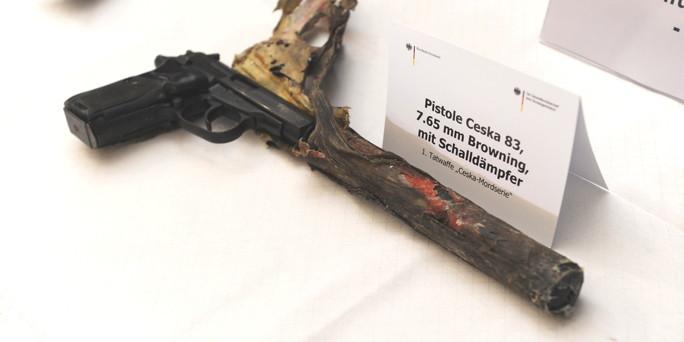 http://www.taz.de/uploads/images/684x342/Pistole.jpg