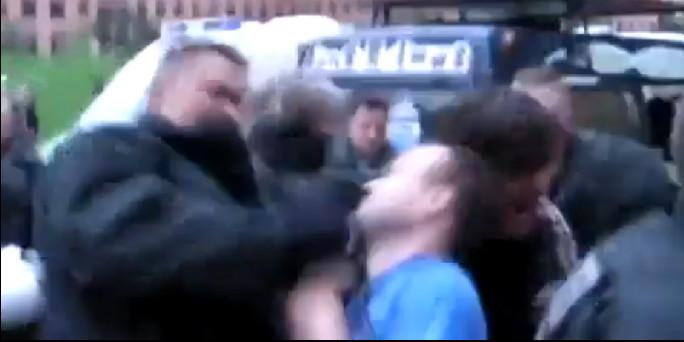 Urteil zu polizeigewalt blaues auge f r polizisten for Youtube blau