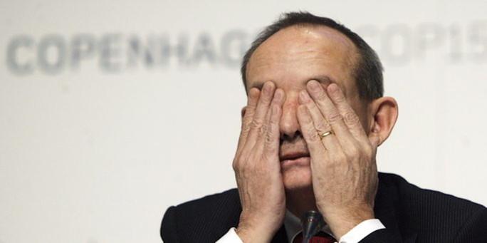 ... sei verschwunden, sagt der ehemalige UN-Klima-Generalsekretär Yvo de Boer. Für die Zukunft schlägt er eine neue Institution vor: eine Art Klima-WTO. - de_boer_0616.20110616-11