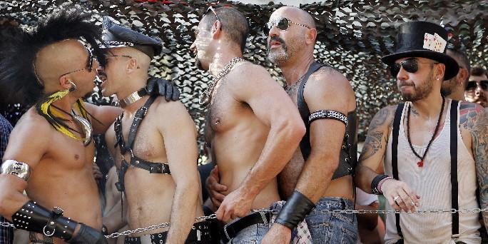HOMOSEKSUALIZAM I PEDOFILIJA - Page 2 Gay