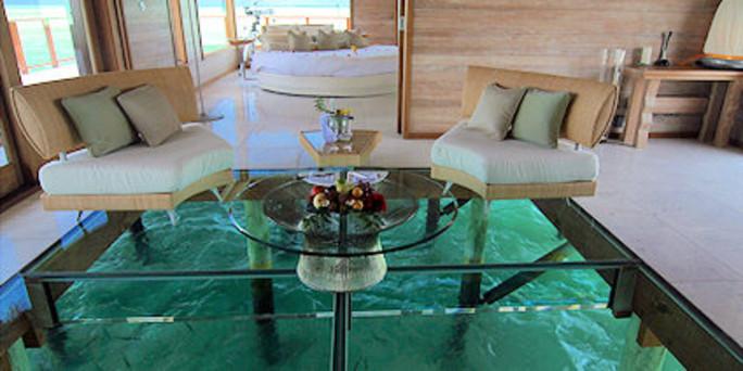 luxus ist anstrengend in der glasbodenvilla. Black Bedroom Furniture Sets. Home Design Ideas